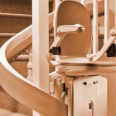 Treppenlift für kurvige Treppen wie Wendeltreppen